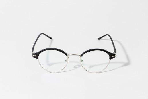 Occhiale da vista Epos in celluloide nera e metallo color argento. Occhiale ultra leggero. Collezione Leggenda. Misure 48□19 asta 145 ACQUISTA