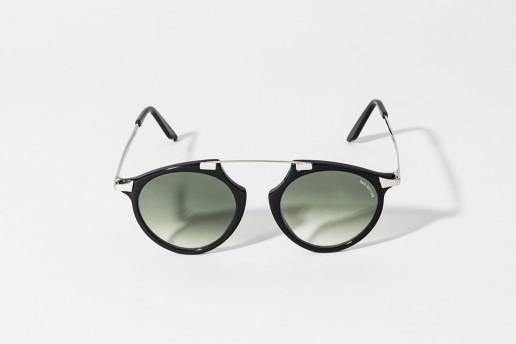 Occhiale da sole in celluloide colore nero lucido. Aste color argento. Lente grigio verde sfumato, protezione 100% dai raggi UV. Bestseller della collezione Bob Sdrunk. Misure 48 – 20 asta 145