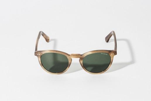 Occhiale da sole Bob Sdrunk in celluloide, color sabbia con zigrinature. Lente verde, protezione 100% dai raggi UV. Misure 46 – 21 asta 145