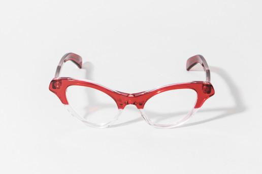 Occhiale da vista Kador in celluloide rosso trasparente sfumato. Misure 47 □ 21 asta 140
